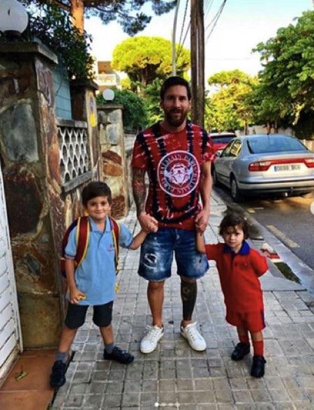 """Messi từ lâu đã là một ông bố """"đảm"""" yêu thương các con"""