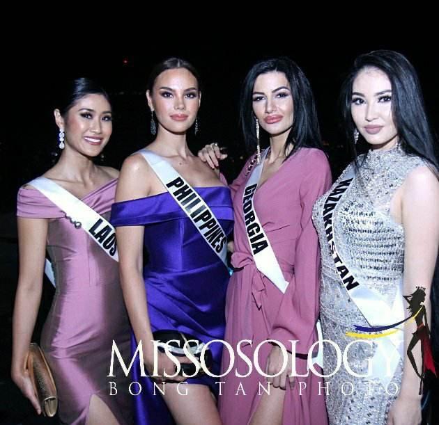 Hoa hậu Philippines (thứ hai từ trái sang) được đánh giá cao ngay từ những ngày đầu bắt đầu cuộc thi Hoa hậu Hoàn vũ 2018.