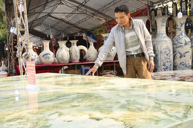 Đây được xem là một trong những khối ngọc tự nhiên có kích thước lớn, đường vân đẹp hiếm có ở Việt Nam.