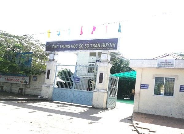 Trường THCS Trần Huỳnh, nơi xảy ra vụ việc.