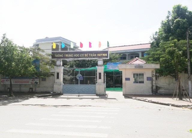 Trường THCS Trần Huỳnh (TP Bạc Liêu, tỉnh Bạc Liêu), nơi xảy ra việc một giáo viên bị phụ huynh xúc phạm.