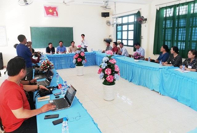 Cuộc họp xử lý vụ phụ huynh xúc phạm thầy giáo tại Trường THCS Trần Huỳnh (TP Bạc Liêu, tỉnh Bạc Liêu) có đại diện một số Ban, ngành địa phương... diễn ra chiều ngày 5/12.
