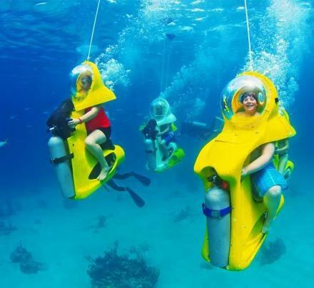 """Độc đáo dịch vụ cho du khách """"lái xe"""" trong lòng đại dương! - 2"""