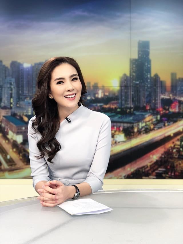Mai Ngọc gây ấn tượng trên sóng truyền hình với cách dẫn duyên dáng và khuôn mặt tươi xinh.