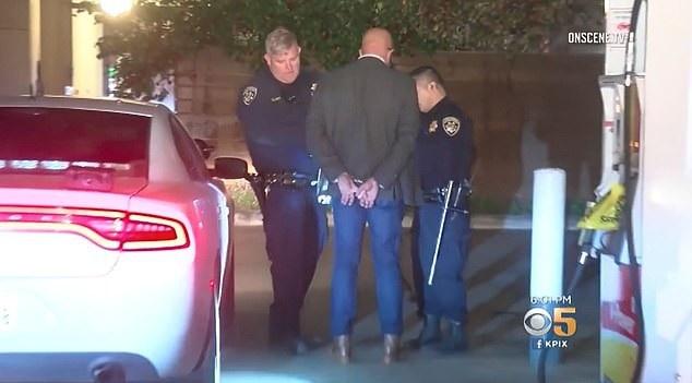 Tài xế xe Tesla khi bị cảnh sát bắt giữ
