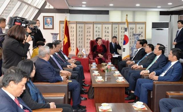 Cùng chiều 4-12, Chủ tịch Quốc hội Nguyễn Thị Kim Ngân đã tiếp ngài Park Soo Kwan, Tổng Lãnh sự danh dự Việt Nam tại khu vực Busan – Gyeongnam, Hàn Quốc.