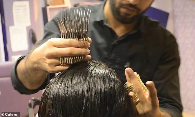 Muhammad nổi tiếng với kỹ thuật cắt tóc độc lạ
