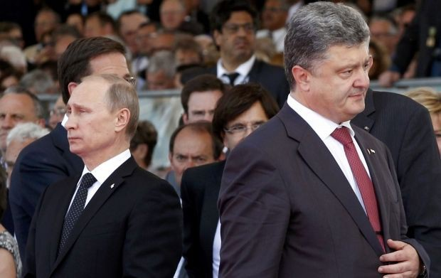 Tổng thống Putin (trái) và Tổng thống Poroshenko dự một sự kiện chung. (Ảnh: Reuters)