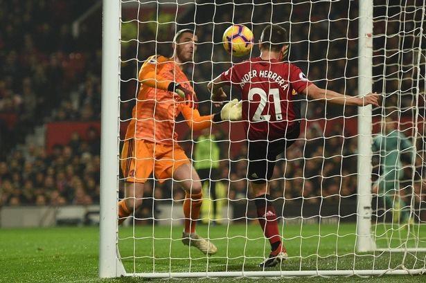 Herrera cứu bón từ trong cầu môn ra, công nghệ goal line xác định có bàn thắng cho Arsenal