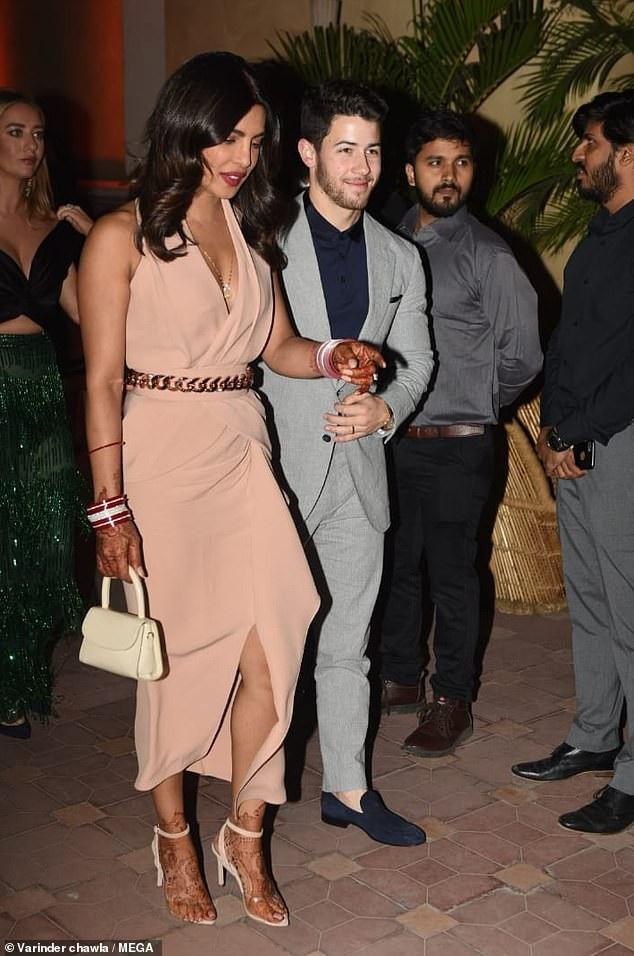 Nick Jonas và Priyanka Chopra gây choáng váng với lễ cưới xa hoa kéo dài nhiều ngày naytại Ấn Độ. Cặp đôi nói, họ muốn tận hưởng nhiều thời gian bên nhau trước khi lên chức bố mẹ