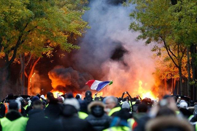 Cuộc biểu tình của phong trào Áo vàng tại Paris vào ngày 1/12 (Ảnh: AFP)