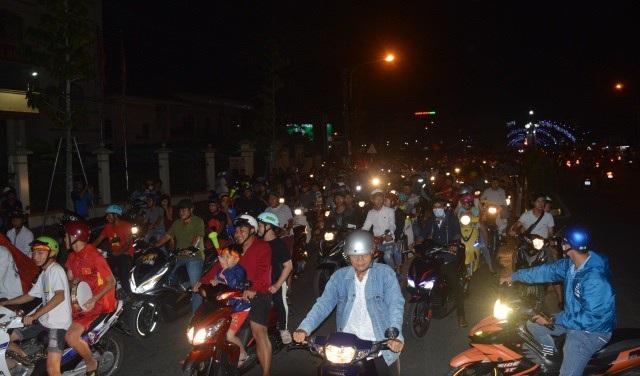 Hàng triệu người đổ ra đường mừng tuyển Việt Nam vào chung kết - 22