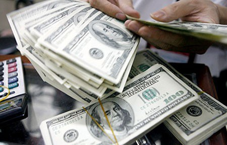 Hôm nay 6/12, các ngân hàng đồng loạt tăng giá USD với mức phổ biến từ 20-40 đồng mỗi chiều (ảnh minh họa).