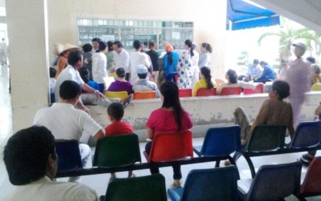 Người dân đến khám, chữa bệnh tại BVĐK tỉnh Bạc Liêu.