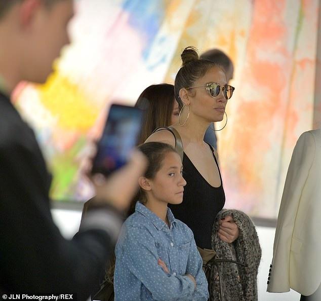 Jennifer Lopez còn đưa con gái Emme, 10 tuổi đi cùng với mình