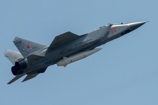 Tên lửa Kinzhal được trang bị trên máy bay chiến đấu MiG-31 (Ảnh: Sputnik)