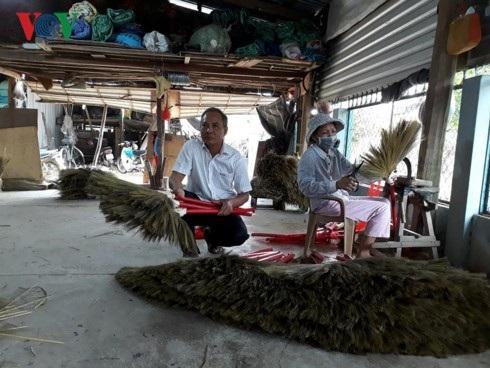 Cơ sở sản xuất chổi đót của ông Tuấn.