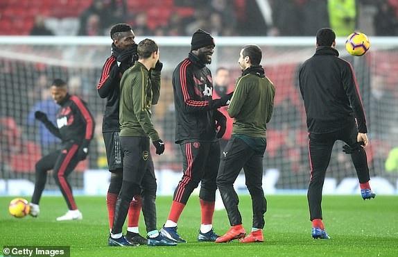 Các cầu thủ Man Utd nói chuyện cởi mở với cầu thủ Arsenal. Pogba, Lukaku đã nói chuyện với người đồng đội cũ Mkhtaryan.
