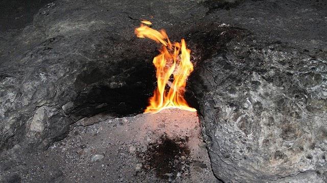 Hố sâu bốc cháy bí ẩn ở Mỹ đã được giải mã.