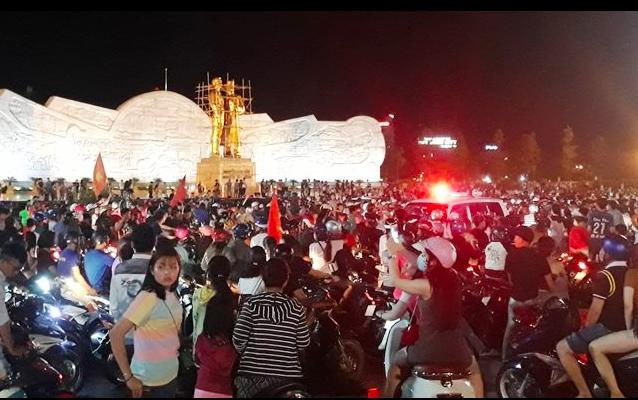 Hàng triệu người đổ ra đường mừng tuyển Việt Nam vào chung kết - 34
