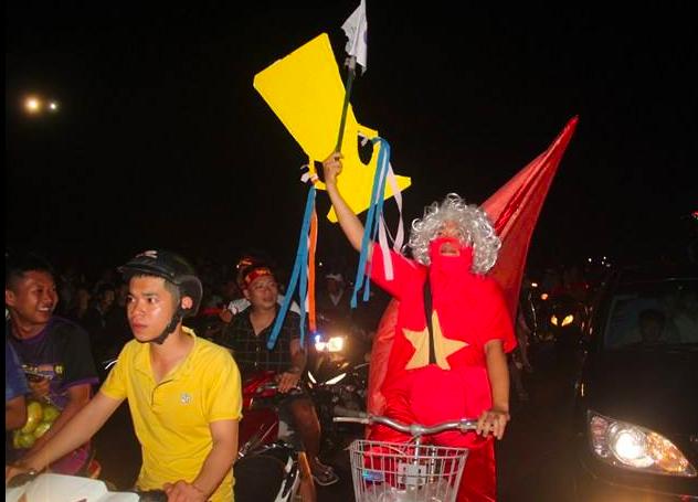 Hàng triệu người đổ ra đường mừng tuyển Việt Nam vào chung kết - 35