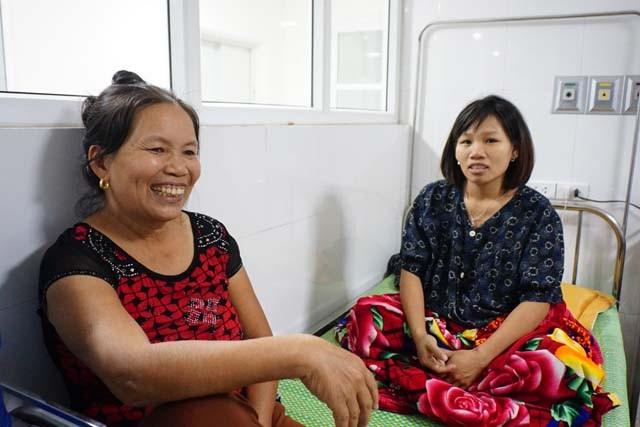 Bà Đoàn Thị Trinh - mẹ chồng chị Thảo và niềm vui được đón 3 cô cháu gái một lúc.