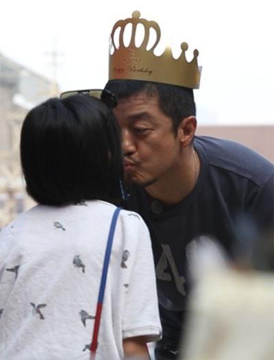 Lý Á Bằng dồn mọi sự quan tâm cho cô con gái nhỏ sau khi anh và Vương Phi chia tay.