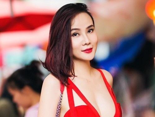 Mới đây, cựu người mẫu Dương Yến Ngọc đã bất ngờ đồng ý gặp gỡ truyền thông để chia sẻ câu chuyện ầm ĩ của cô và bạn trai kém tuổi sau khi chia tay.