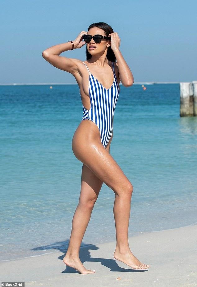 Montana Brown khoe dáng thon thả trên bãi biển Dubai ngày 6/12 vừa qua