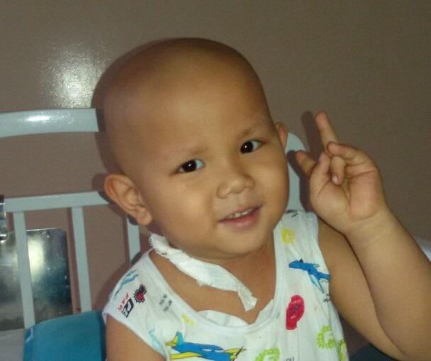 Chưa bao giờ nụ cười tắt trên môi cậu bé, cũng như hy vọng chưa bao giờ tắt ở người mẹ trẻ đang kiên trì, vắt kiệt sức lực và tinh thần để cứu con