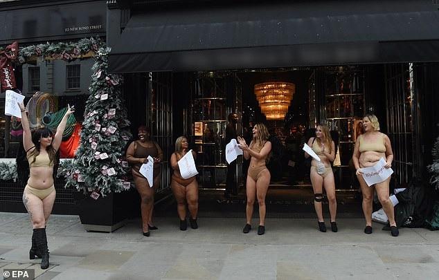 """Phụ nữ """"ngoại cỡ"""" xuất hiện trước cửa hiệu nội y đòi """"vẻ đẹp đa dạng"""" - 3"""