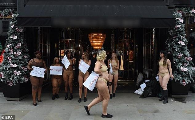 """Phụ nữ """"ngoại cỡ"""" xuất hiện trước cửa hiệu nội y đòi """"vẻ đẹp đa dạng"""" - 4"""
