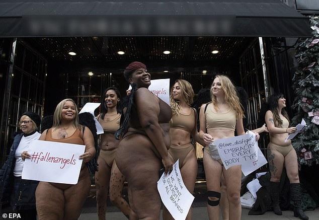 """Phụ nữ """"ngoại cỡ"""" xuất hiện trước cửa hiệu nội y đòi """"vẻ đẹp đa dạng"""" - 5"""