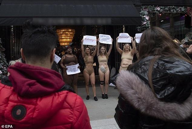 """Phụ nữ """"ngoại cỡ"""" xuất hiện trước cửa hiệu nội y đòi """"vẻ đẹp đa dạng"""" - 6"""
