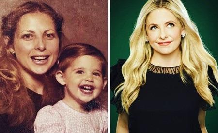 """Sarah Michelle Gellar thì được chú ý từ khi mới… 4 tuổi. Khi ấy, Sarah Michelle Gellar đang đi ăn cùng với mẹ và bất ngờ lọt vào """"mắt xanh"""" của một người quản lý diễn viên. Sau đó, Sarah Michelle Gellar nhanh chóng trở thành sao nhí nổi tiếng và tiếp tục duy trì được sức hút sau khi lớn lên."""