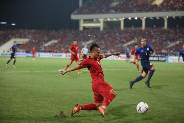 Trọng Hoàng với khả năng lên công về thủ ở cánh phải là một điểm sáng trong cả 2 trận lượt đi và lượt về