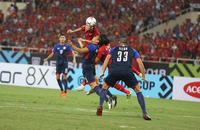 Các cầu thủ Việt Nam sẵn sàng không chiến với những cầu thủ cao to của Phillppines