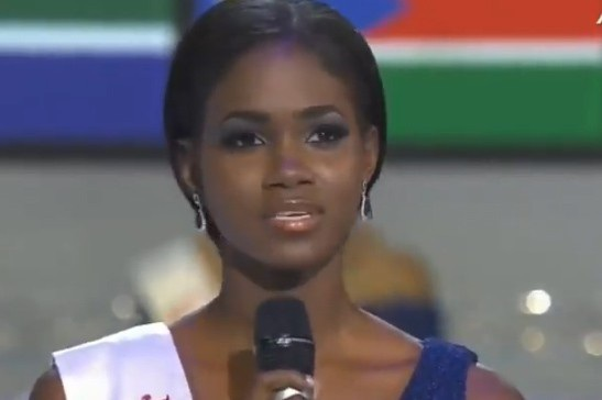 Hoa hậu Jamaica trong phần thi ứng xử