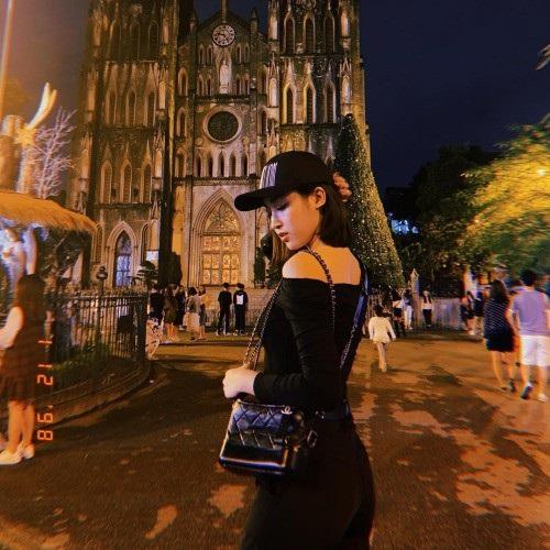 Hoa hậu Đỗ Mỹ Linh thả thính trên trang cá nhân cùng hình ảnh chụp tại Hà Nội: Say xe thì đã có thuốc, say anh thì có thuốc nào không anh?.