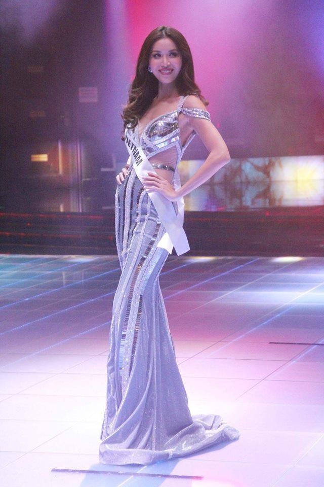 Nhưng bất ngờ hơn cả, ngay sau đêm thi, Minh Tú còn được chuyên trang sắc đẹp Missosology trao cúp Hoa hậu Siêu quốc gia 2018 do cộng đồng fan quốc tế bình chọn.
