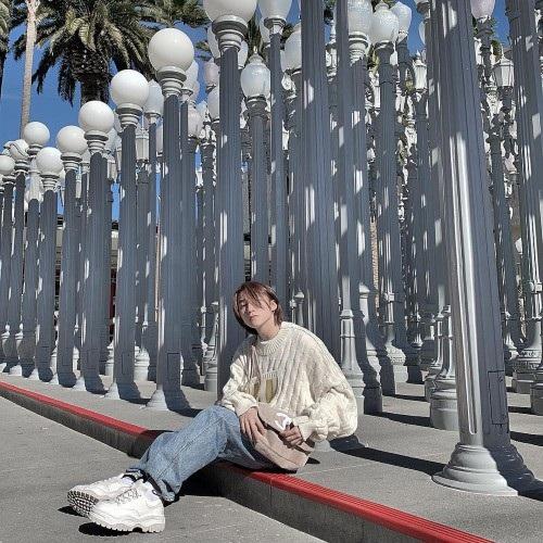 Sơn Tùng M-TP chia sẻ hình ảnh đang trên đường phố Mỹ với gu thời trang cực chất của mình