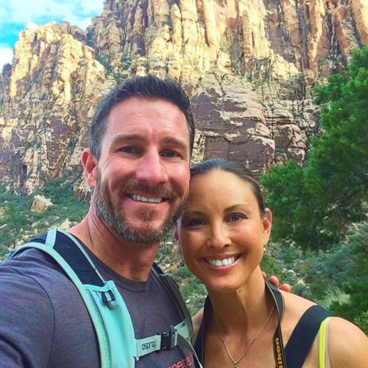 Hai vợ chồng du khách Mỹ trong chuyến du lịch ở Kenya