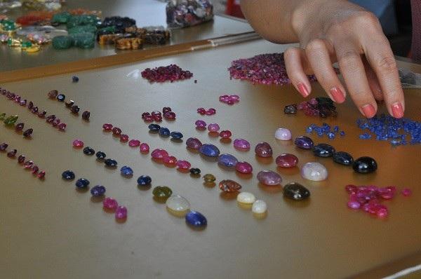 Tròn mắt ngắm những viên đá tiền tỷ tại phiên chợ tạm ở Yên Bái - 4