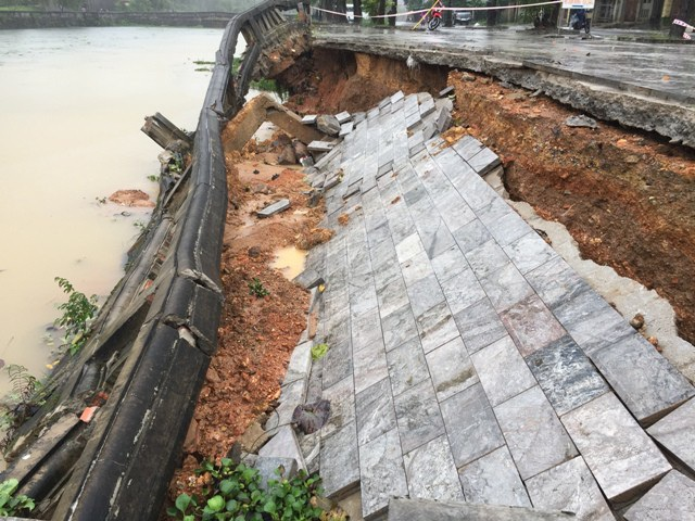 Tình trạng sạt lở bờ kè Thành cổ xuất hiện từ ngày 8/12.