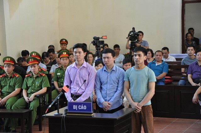 Từ trái qua phải: Bị cáo Hoàng Công Lương, Trần Văn Sơn, Bùi Mạnh Quốc.