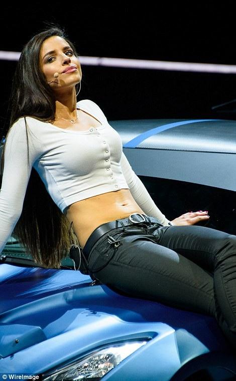 """Choáng ngợp với liveshow """"Fast & Furious"""" tiêu tốn 800 tỷ đồng - 13"""