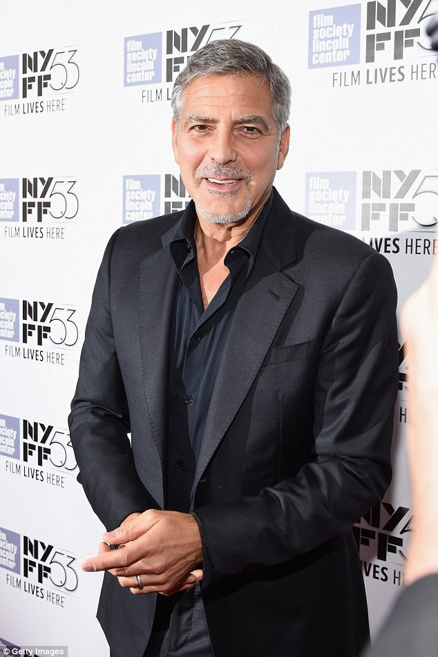 Mới đây, một người bạn thân của George Clooney đã bất ngờ chia sẻ câu chuyện rằng nam tài tử từng dành tặng cho 14 người bạn thân của mình mỗi người 1 triệu USD như một món quà cảm ơn vì họ đã luôn ở bên, giúp Clooney đi qua những thăng trầm trong đời sống.