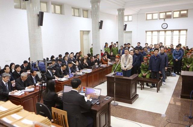 Đại diện VKS luận tội, khẳng định có lợi ích nhóm trong vụ án.