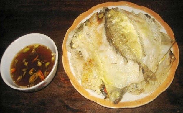Con cá kình nằm trong chiếc bánh khoái rất hấp dẫn