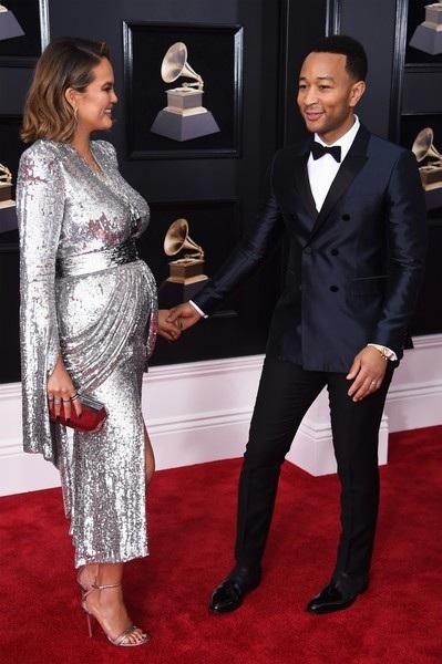 Teigein và chồng dự lễ trao giải Grammy hôm thứ 2 vừa qua. Teigen nói, cô rất hâm mộ Beyonce và gần như đã quỳ gối trước diva xinh đẹp và gọi Beyonce là nữ hoàng...